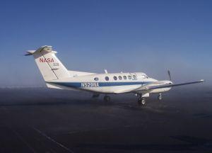 Самолет B-200, выпущенного Исследовательским Центром Наса в Лангли - это один из трех самолетов  с научными приборами, который совершит в апреле 2008 года полет в Арктику и соберет метереологические данные. Фото с сайта NASA. (кликните картинку для увеличения)