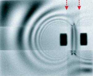 Радиограмма магнитного поля окружающего дипольный магнит. Изображение из оригинальной статьи.