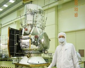 WISE (Wide-field Infrared Survey Explorer) - широкоугольный инфракрасный обозреватель (Фотография НАСА) (кликните картинку для увеличения)