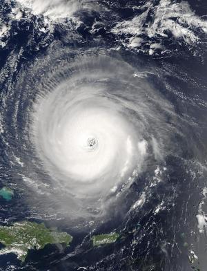 Глаз урагана Изабель. (Фотография НАСА) (кликните картинку для увеличения)