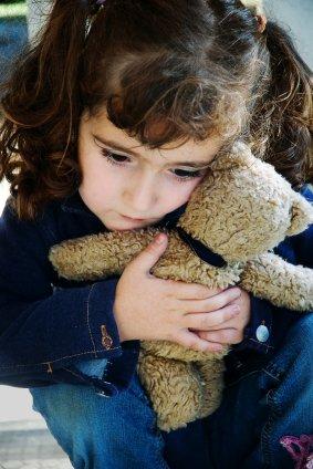 Дети, которые пережили душевную травму, физическое или сексуальное насилие, чаще страдают от болей в животе, тошноты и рвоты.