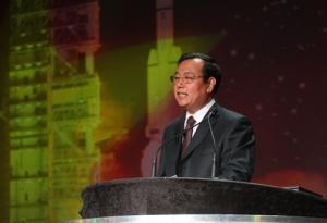Уонг Вэньбао, руководитель проектного бюро китайской программы пилотируемой космонавтики. (Фотография Space News, Thomas Kimmell) (кликните картинку для увеличения)