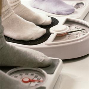 Избыточный вес создаёт дополнительную нагрузку на организм, зачастую повышая вероятность развития опасных заболеваний. По этой причине необходимо следить за собственной массой тела, не допуская регулярных перееданий и низкой физической активности.