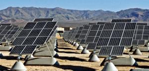 Солнечные батареи. Снимок U.S. Air Force. (кликните картинку для увеличения)