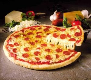 По данным Национального центра медицинской статистика США, пицца является основным источником большого количества соли, которая попадает в организм подростков. (кликните картинку для увеличения)