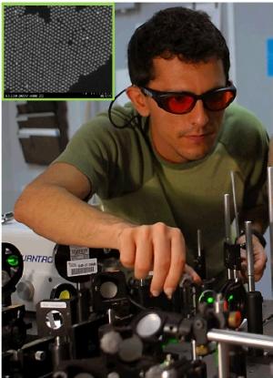 Фото из лаборатории, где была проведена серия экспериментов по двухфотонному поглощению. (кликните картинку для увеличения)
