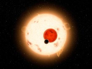Звезды системы Kepler-16 и планета Kepler-16b в представлении художников НАСА (кликните картинку для увеличения)