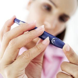 Сахарный диабет 2-го типа – это метаболическое заболевание. Оно характеризуется присутствием гипергликемии, которая возникает на почве нарушения секреции инсулина или механизмов его взаимодействия с клетками тканей.