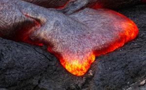 Поток расплавленной лавы. (кликните картинку для увеличения)