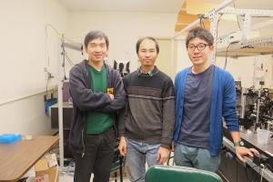 Группа ученых в лаборатории. (кликните картинку для увеличения)