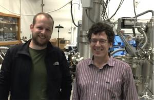 Представители научной группы в лаборатории. (кликните картинку для увеличения)